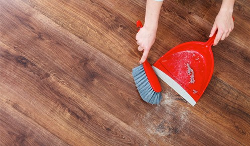 dust sweeping hardwood floors
